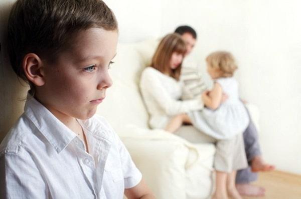 Скрытые проявления ревности старшего ребенка