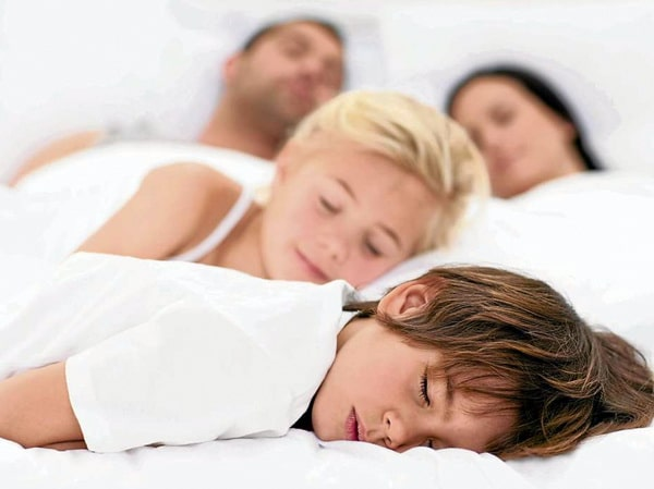 Как укладывать спать детей погодок